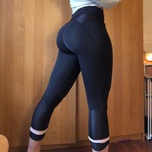 Black Luluememon Cropped Leggings